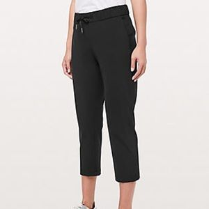 "Lululemon On The Fly Crop 23"" Inseam Black Size 10"